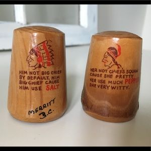 🔥Vintage witty wood salt and pepper shakers